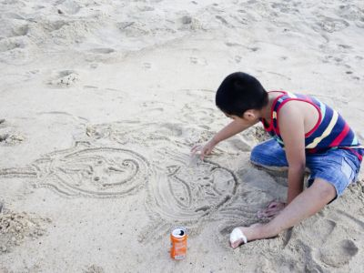 Drawing marine life in the sand